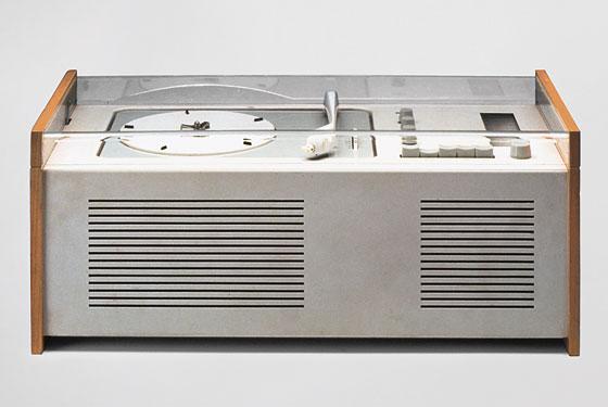 SK4 record player, de 1956.  Projetado por Dieter Rams e Hans Gugelot, para a  Braun.