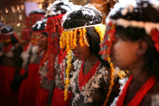 A Festa do Moqueado marca a introdução das adolescentes Tenetehara à vida adulta (foto por Márcio Vasconcelos, 2008)