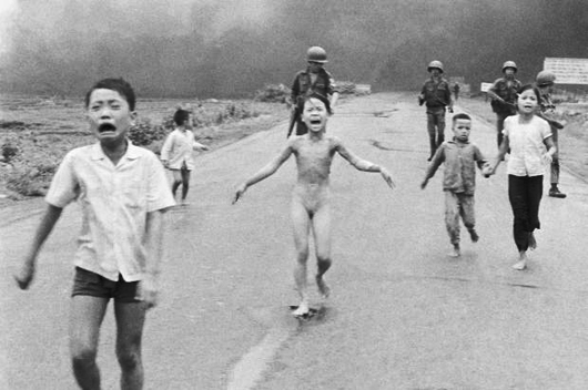 Trang Bang, Vietnã. 1972. Foto por Nick Ut.