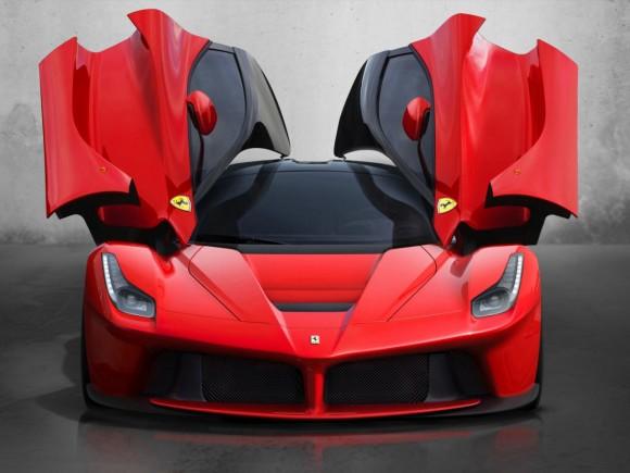 LaFerrari, o superesportivo híbrido da Ferrari. Possui dois motores, um V12 e outro elétrico, chegando a 963 cavalos de potencia.