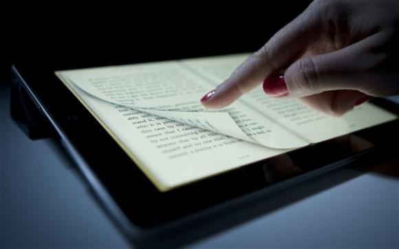 O folhear do e-reader não está tão distante do folhear do livro – é uma simples adaptação do suporte. A grande diferença entre os dois tipos de leitura é como são visto e, portanto, como se relacionam com o leitor.